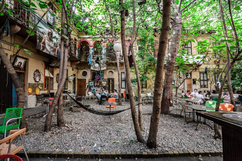 Grandio Ruin Pub